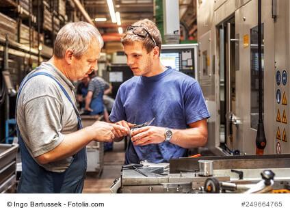 Industriemeister oder staatlich geprüfter Techniker – was passt zu mir?
